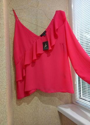 Блуза на одно плечо с воланом atmosphere