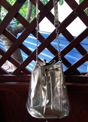 Стильная золотистая сумка мешок новая