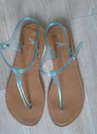 Босоножки, вьетнамки, сандали 39р
