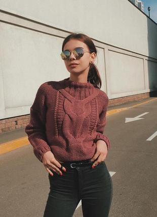 Теплый свитер крупной вязки