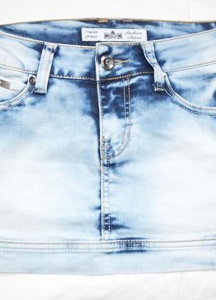 Джинсовая мини юбка.