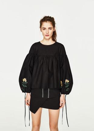 Блуза с вышитыми рукавами zara