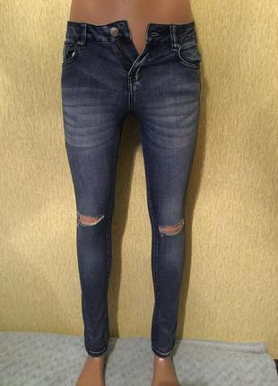Джинсы скини с прорезями на коленях new look размер xs