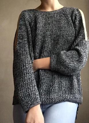 Графитовый хлопковый свитер оверсайз с разрезами на плечах осень весна
