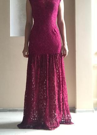 Кружевное платье винного цвета