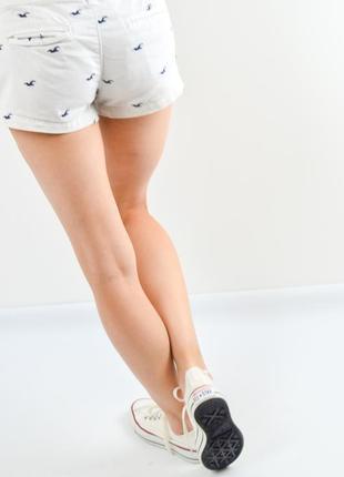 Hollister короткие белые шорты с вышивкой3 фото