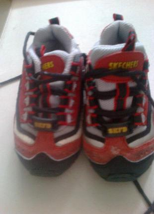 Детские кроссовки известного бренда