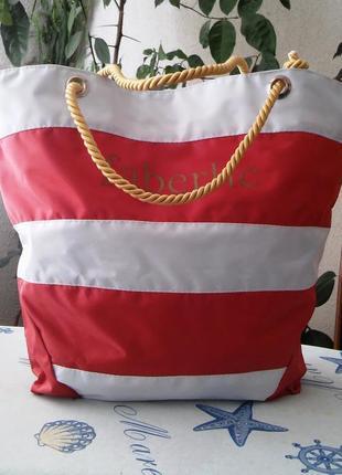 Вместительная пляжная сумка в актуальном морском стиле