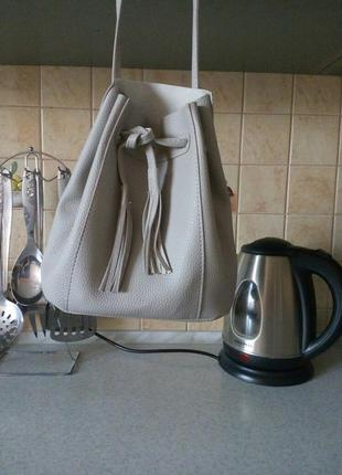 Очень красивая сумочка, под любой образ