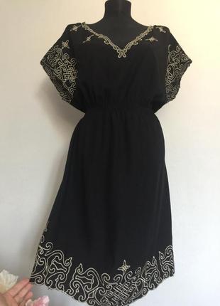 Красивое вискозное платье с вышивкой