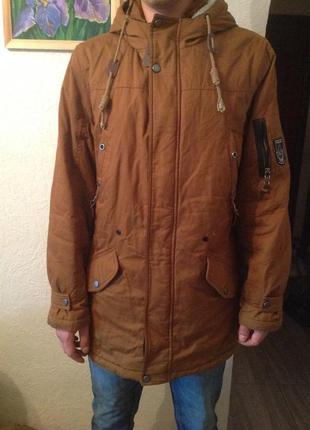 Отличная стильная новая куртка  парка тёплая есть дополнителая утеплённая подстежка