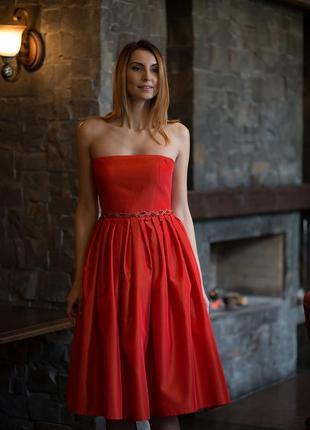 Платье-миди с пышной юбкой