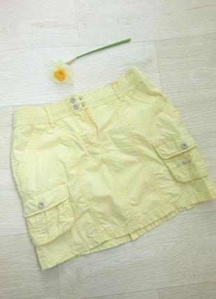 Желтая юбка с карманами