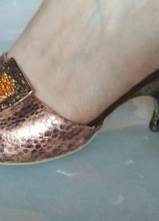 Босоножки тапочки шлепки на низком каблуке 37-38 р