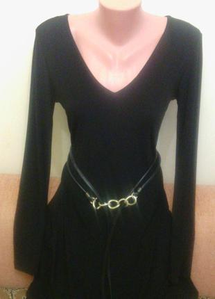 Черное стрейчевое платье для стройной модницы