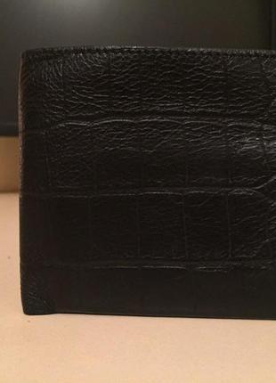 Продам отличный кожаный кошелек v.i.f.