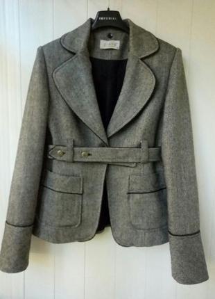 Жакет-пиджак из шерсти в английском стиле piena