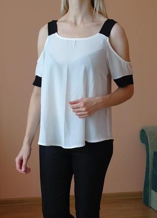 Блузка топ с вырезами на плечах
