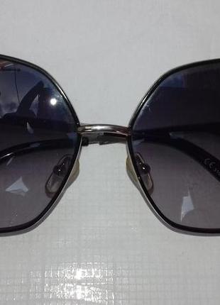 Стильные солнцезащитные очки квадратные