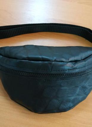 Кожаная черная бананка/сумочка на пояс