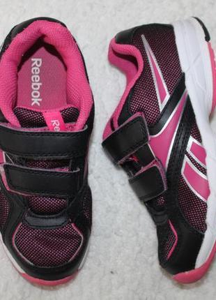 Кроссовки фирмы reebok размер 30 по стельке 19,5 см.