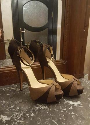 Кожаные туфли на удобном каблуке