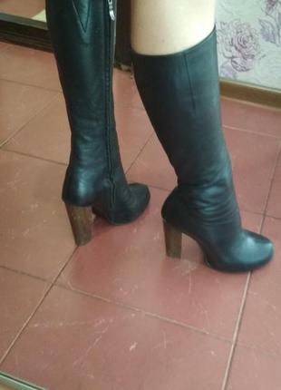 Кожаные сапоги на каблуке