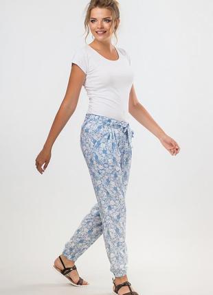 Летние брюки женские голубые из штапеля с узором