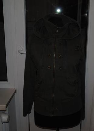 Стильная  курточка каттоновая с капюшоном стиль миллитари