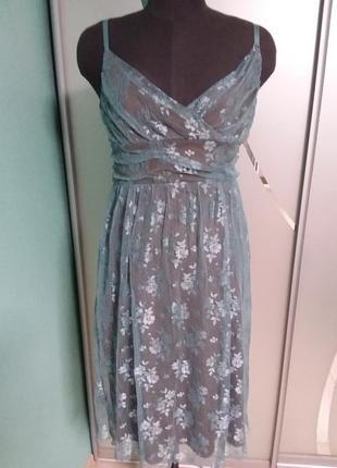 Симпатичное кружевное платье