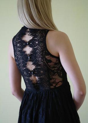Очаровательное кружевное платье