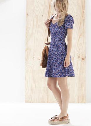 Короткое летнее платье в цветочный принт stradivarius