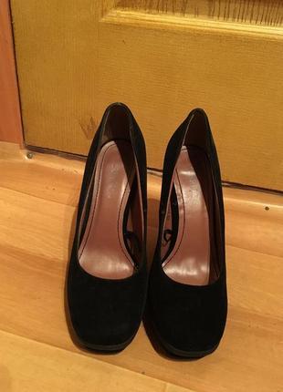 Стильные замшевые классические туфли