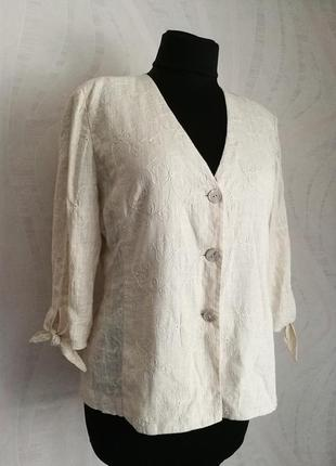 Нюдовая льняная блуза - жакет с вышивкой