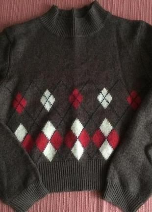 Укороченный зимний теплый свитер