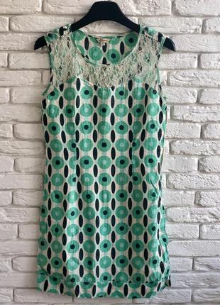 Короткое платье с кружевом