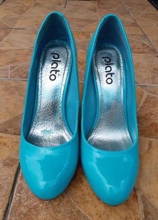 Бірюзові туфлі від plato