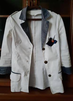 Стильний білий піджак