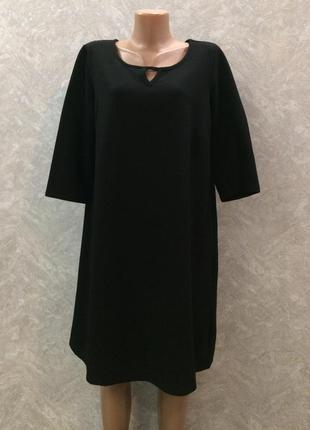 Черное платье из плотной фактурной ткани