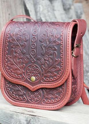 f0ca593adc96 Сумка кожаная коричневая через плечо с орнаментом в бохо стиле ...