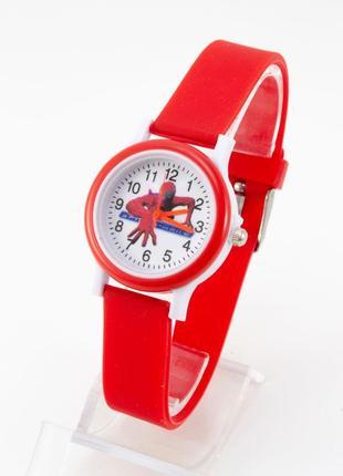 Часы человек паук в красном цвете
