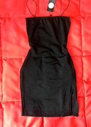 Черное,сексуальное мини платье на тонких бретелях с разрезом