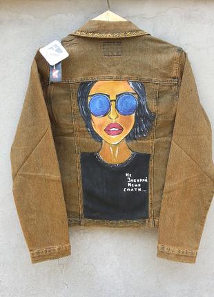 Джинсовая куртка с рисунком росписью