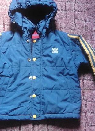 Классная демисезонная курточка на 5-6 лет