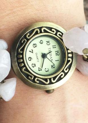 Часы-браслет из натурального камня