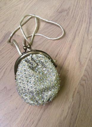 Маленькая золотая сумочка -клатч с камнями от  next
