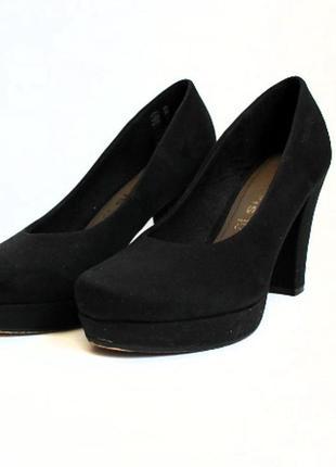 Туфли на каблуке tamaris. стелька 23,5 см