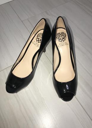 Фирменные лаковые чёрные туфли