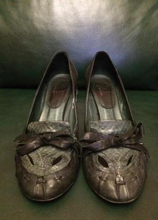 Шикарные кожаные туфли medea