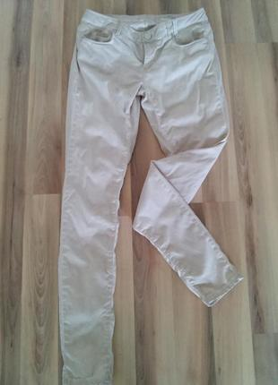 Бежевые джинсы